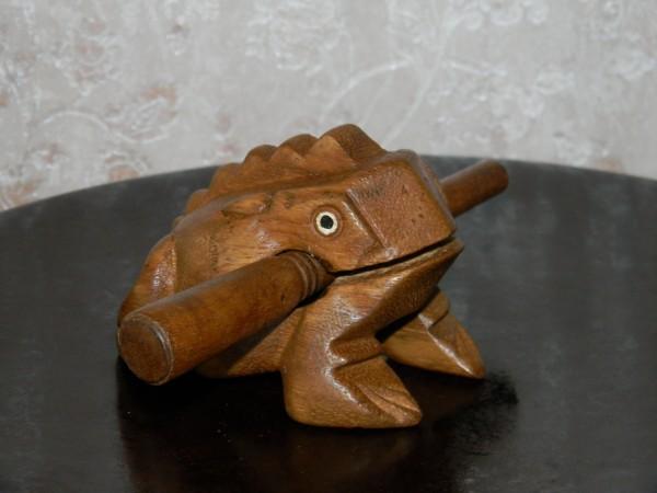 Поющая лягушка малая