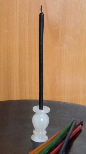 Свеча черная