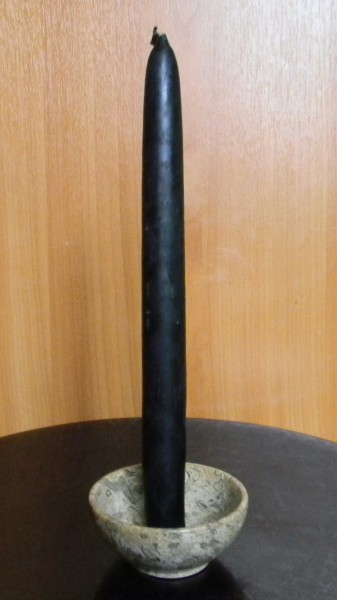 Свеча черная средняя